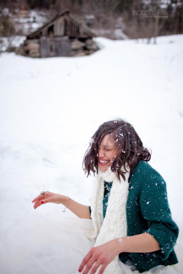 ©Ingrid Lepan Photographe - seance apres le mariage a la montagne - La mariee aux pieds nus -12