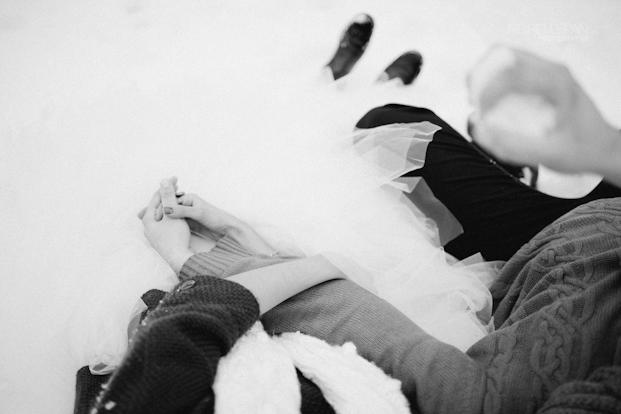 ©Ingrid Lepan Photographe - seance apres le mariage a la montagne - La mariee aux pieds nus -43
