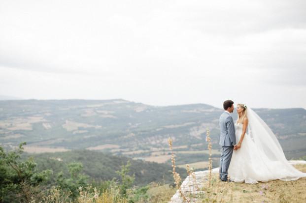 Xavier Navarro - Mariage boheme a Opedette dans le Luberon - La mariee aux pieds nus