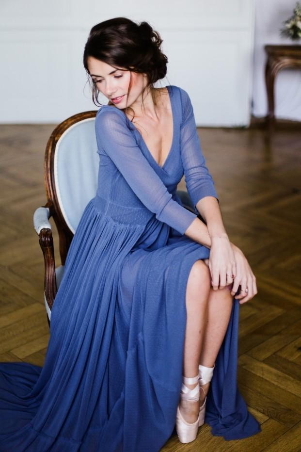 Une mariée en robe bleue - Shooting d'inspiration à découvrir sur le blog mariage www.lamarieeauxpiedsnus.com - Photos : Amandine Ropars