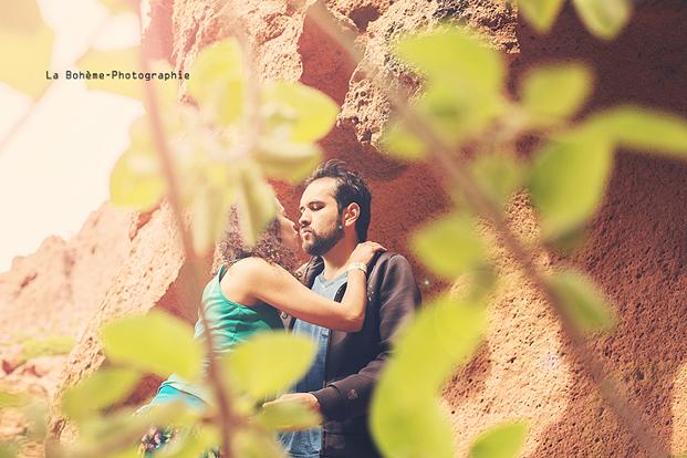 ©La Boheme Photographie - Seance engagement dans le desert - La mariee aux pieds nus