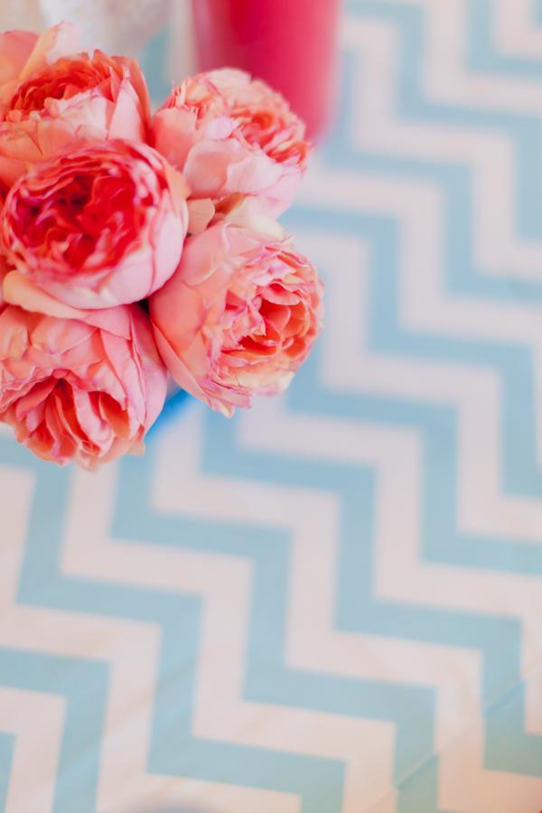 ©Mademoiselle Fiona - Mariage en rouge et bleu - La mariee aux pieds nus