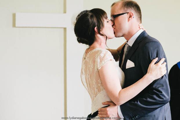©Lydiane Gaborieau - Un mariage champêtre - La mariee aux pieds nus