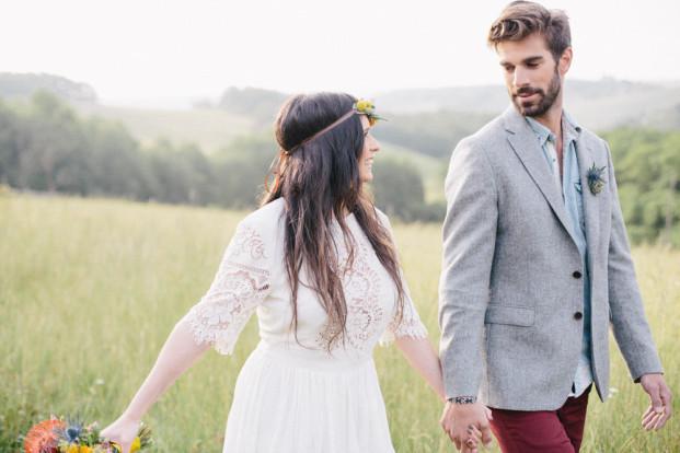 Anais L Photographie - Un mariage gipsy colore sous une yourte - La mariee aux pieds nus