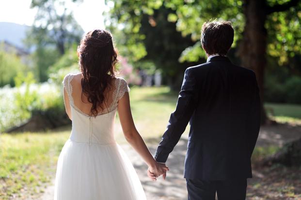 ©Elodie Chabrier - Mariage au Château de Portaberaud - La mariee aux pieds nus