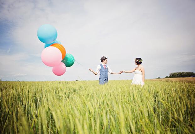 Blanc Coco Photographe - Un mariage champetre et manga - La mariee aux pieds nus