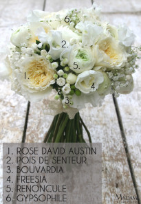 Bouquet de mariee blanc renoncule et pois de senteur par Madame Artisan fleuriste - La mariee aux pieds nus
