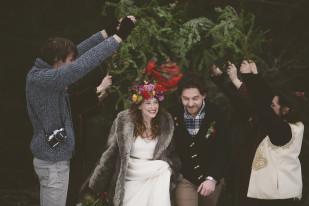Kiss and the gang - Chloe Lapeyssonnie - Un mariage colore sous une yourte en hiver - La mariee aux pieds nus