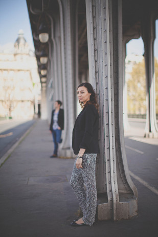 ©Emma Rodriges Photography - Seance engagement a Paris  - La mariee aux pieds nus