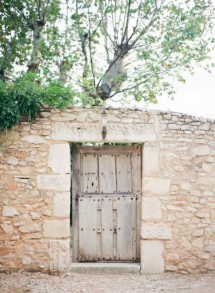 Greg Finck Photography - Un mariage en Provence - inspiration - La mariee aux pieds nus
