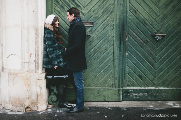 ©Jonathan Udot - Seance engagement en hiver - La mariee aux pieds nus