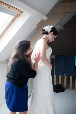 Garance et Vanessa - Un mariage en bleu dans le Finistere - La mariee aux pieds nus