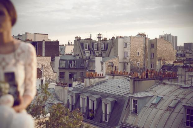 Alice Bee - Inspiration  - Mariage sur les toits de Paris - Robe Laure de Sagazan - La mariee aux pieds nus
