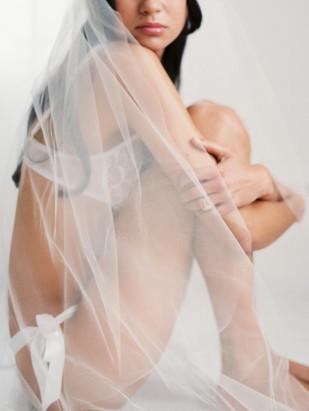 Kate Ignatowski Photography - Mandy Forlenza Sticos - Seance boudoir - La mariee aux pieds nus