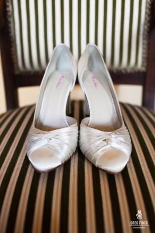 ©Greg Finck - Mariage a l'anglaise - La mariee aux pieds nus