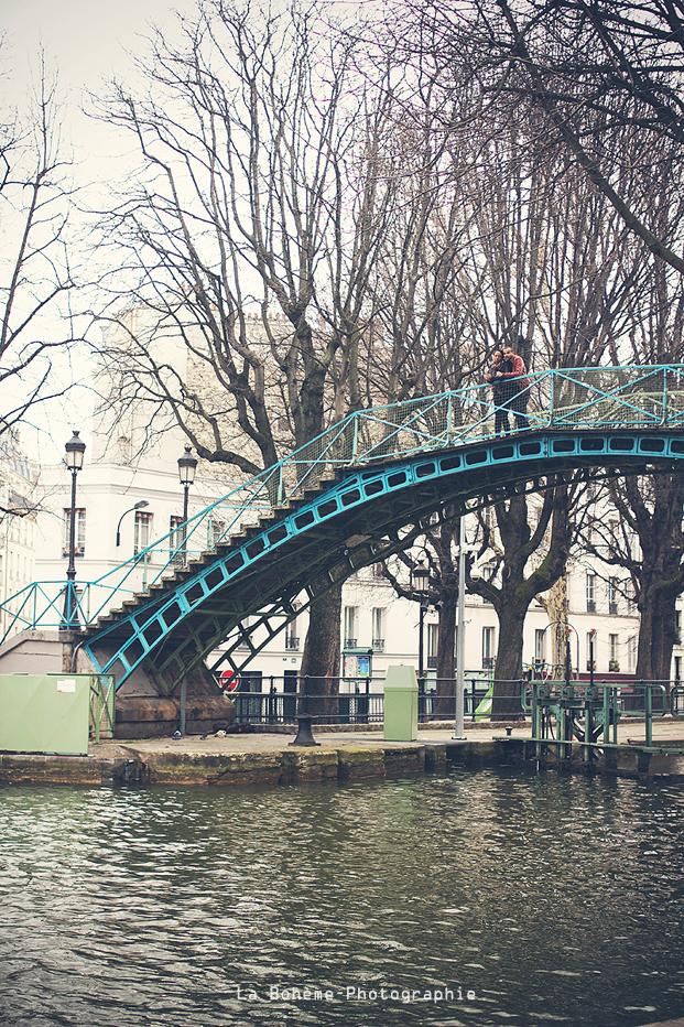 ©La boheme - seance engagement Canal Saint Martin Paris - La mariee aux pieds nus