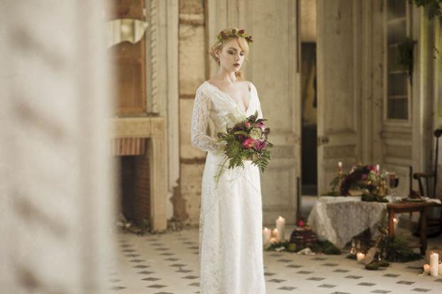 N. Cleo - La cerf des confidences - Inspiration mariage nature et framboise - La mariee aux pieds nus
