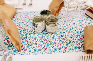 ©Pierre Atelier - Un mariage guinguette et colore - La mariee aux pieds nus