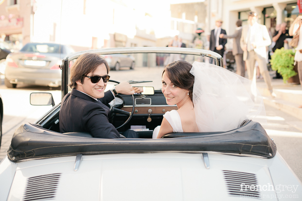 French Grey Photography - Un mariage en blanc a Montpellier - La mariee aux pieds nus