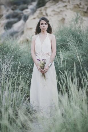 ©Pretty Days Photographer - Une seance engagement dans le desert - La mariee aux pieds nus