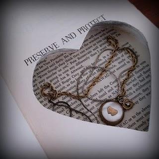 http://www.lamarieeauxpiedsnus.com/wp-content/uploads/booksafe1-pommesfrites-etsy.jpg