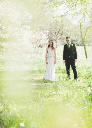 ©Emilie White - Un mariage dans la campagne anglaise - La mariee aux pieds nus