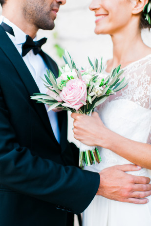 Un mariage pastel dans le Beaujolais - La mariée aux pieds nus - Photos : Marion Heurteboust