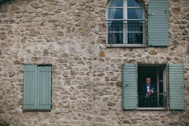 Reego Photographie - Un mariage campagne chic a la Bastide Saint Mathieu - Grasse - La mariee aux pieds nus