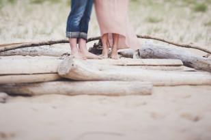 Marion Heurteboust - Une seance engagement a la plage - La mariee aux pieds nus