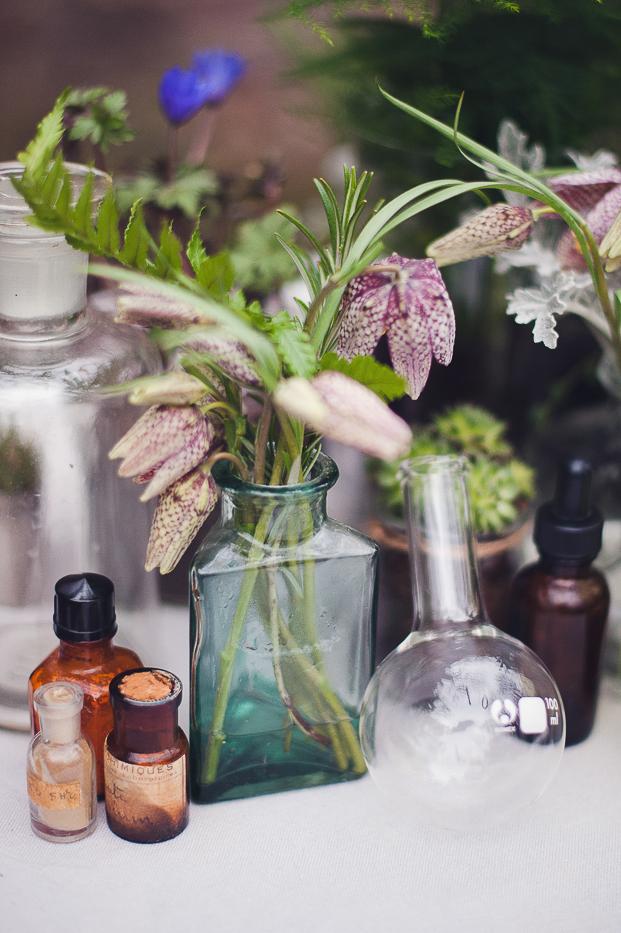 Marion Heurteboust - Shooting d'inspiration - Cabinet de curiosites botaniques - La mariee aux pieds nus