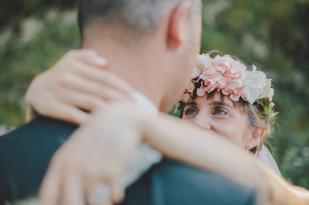 Martin Condomines - Say cheers - Un mariage simple et champetre  en Aveyron - La mariee aux pieds nus