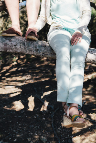 ©Troisstudios Photography - Seance engagement a Porquerolles - La  mariee aux pieds nus