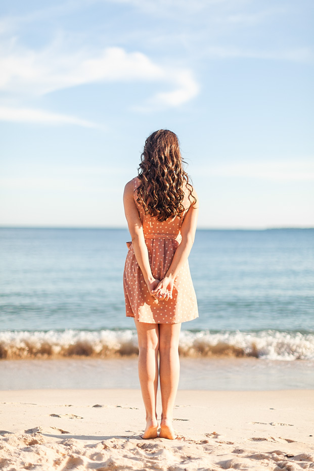 ©Reego Photographie - Une seance engagement a Cannes - La mariee aux pieds nus