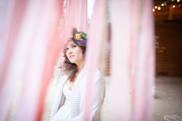 ©Julie Siddi - Un mariage colore - Shooting inspiration - La mariee aux pieds nus