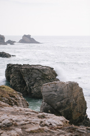 ©Sophie Delaveau - Une seance engagement en Bretagne - La mariee aux pieds nus