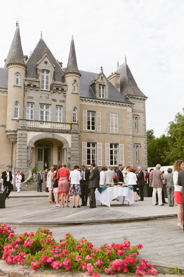 Sophie Delaveau - Mariage au Chateau des marais - La mariee aux pieds nus