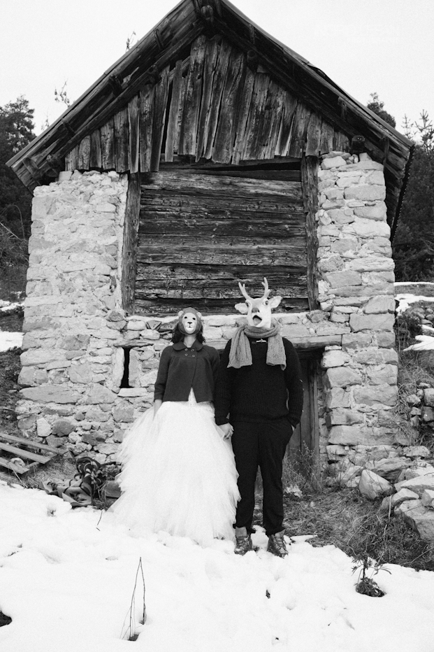 Ingrid Lepan Photographe - seance apres le mariage a la montagne - La mariee aux pieds nus -2