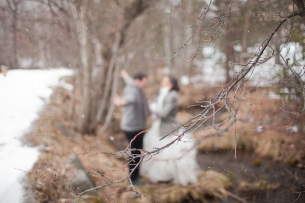 Ingrid Lepan Photographe - seance apres le mariage a la montagne - La mariee aux pieds nus  -38