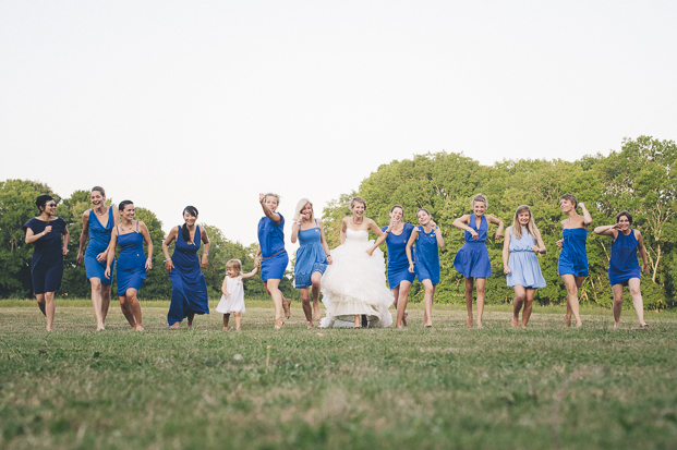 Lovely Pics - Chloe Lapeyssonie - Mariage en bleu au Chateau Cesargues -La mariee aux pieds nus