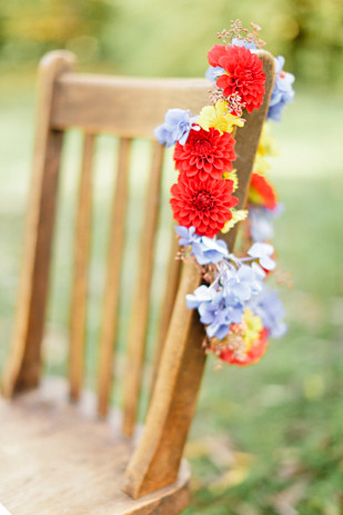 Xavier Navarro - Shooting inspiration - Mariage rustic rouge, bleu, jaune - La mariée aux pieds nus