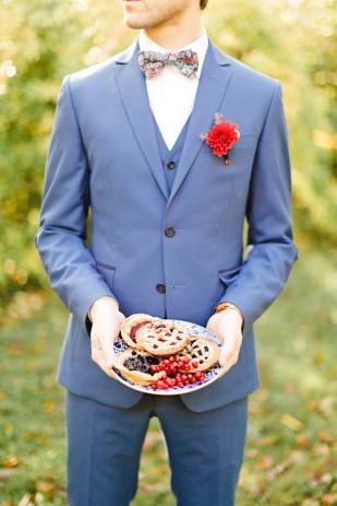 ©Xavier Navarro - Shooting inspiration - Mariage rustic rouge, bleu, jaune - La mariée aux pieds nus