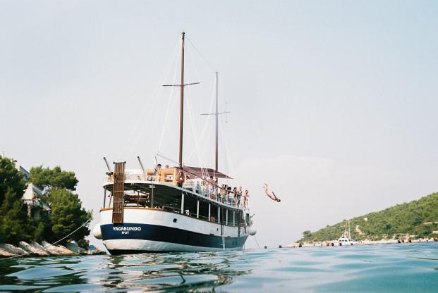 Un mariage en Croatie à découvrir sur le blog mariage www.lamarieeauxpiedsnus.com - Photos Lifestories Wedding