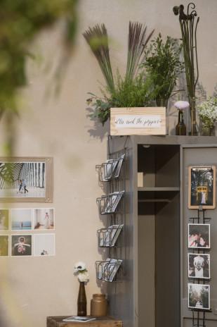 LovelyPics - Love etc - Neo salon du mariage Paris - La mariee aux pieds nus