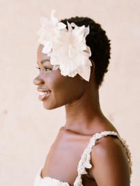 10 idées de coiffures pour les mariées aux cheveux courts à découvrir sur le blog mariage www.lamarieeauxpiedsnus.com