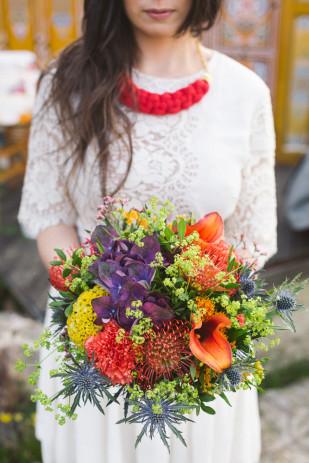 Rose Fushia Photographie - Un mariage gipsy colore sous une yourte - La mariee aux pieds nus