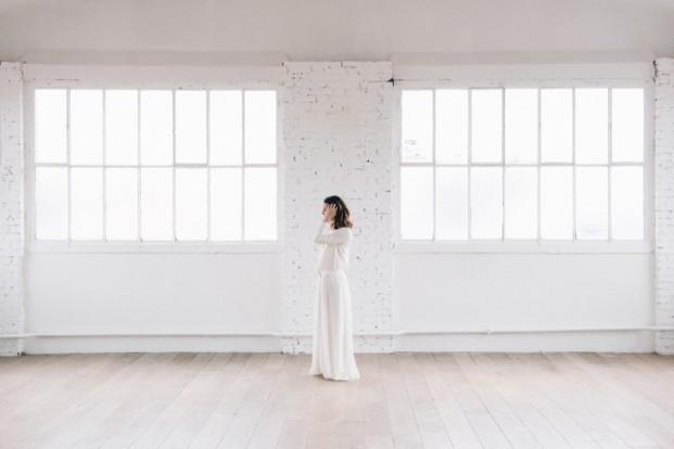 8 idées pour réduire le budget de votre mariage - La mariée aux pieds nus - Photo : Chloé Lapeyssonnie