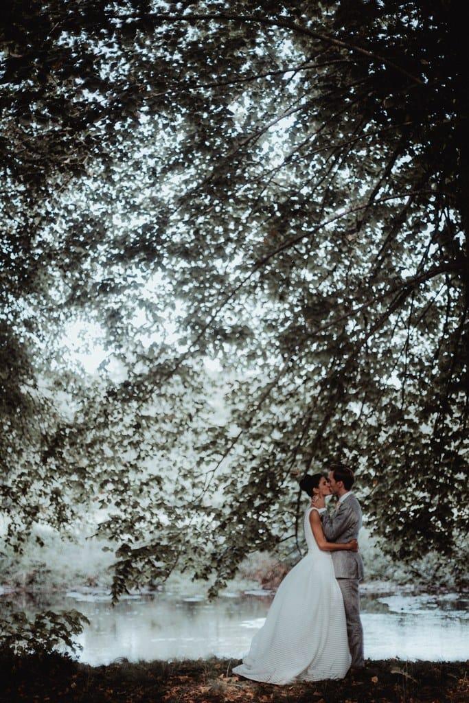 Un mariage sous une yourte au Château de Montigny en Eure-et-Loir - Photos : Moorise Photography - Blog mariage : La mariée aux pieds nus