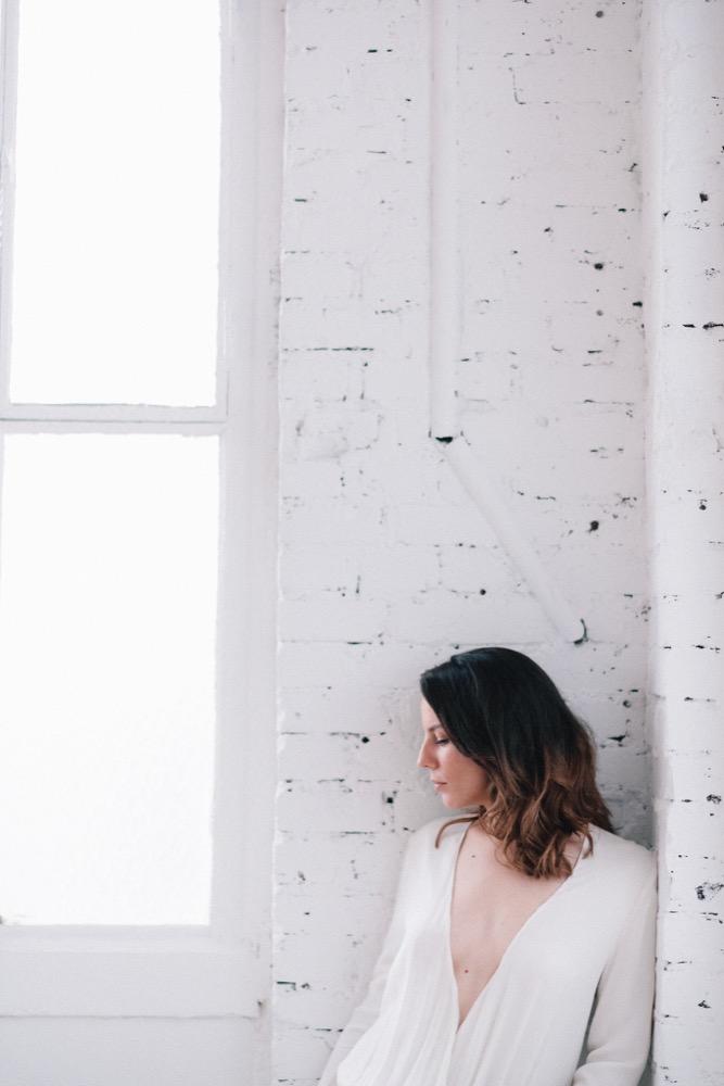 Nessa Buonomo - La mariée aux pieds nus - Photo : Chloé Lapeyssonnie