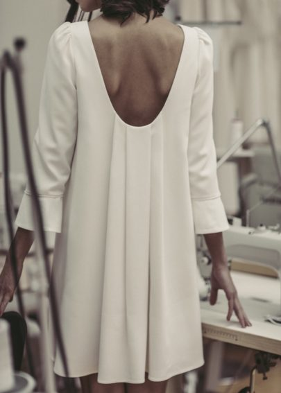 Robe de mariée courte - Cérémonie civile - Collection 2017 - Laure de Sagazan - A découvrir sur le blog mariage - www.lamarieeauxpiedsnus.com - Photos : Laurent Nivalle