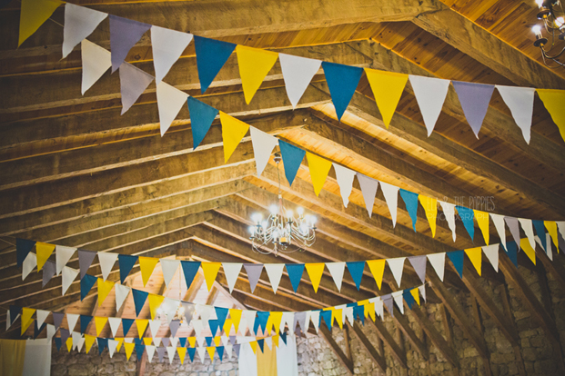 ©Ela and the poppies - Mariage en jaune et bleu - Chateau de Belle-Combe - La mariee aux pieds nus